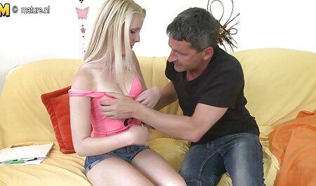 Linda rubia disfruta de un duro coño golpeando peliculas x gratis españolas