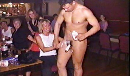 ¡La madrastra y su pelis x porno español hermana lo atrapan mirando porno! T8: E8