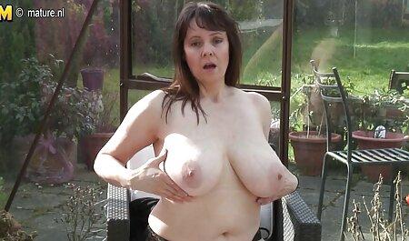 Pelirroja juega con ella misma xx x sub español en la cámara en un orgasmo rápido